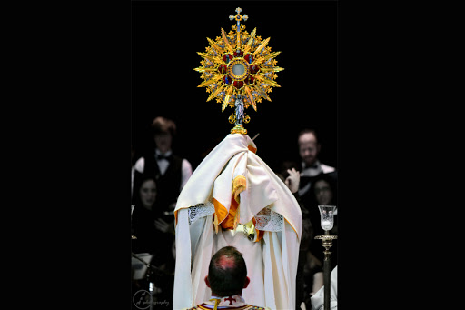 Adoration at the first Eucharistic Congress