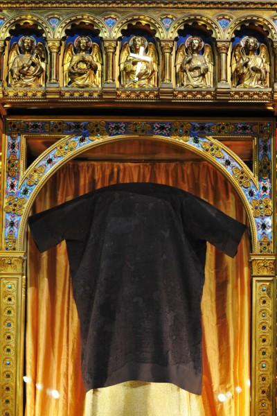 25 mars 2016: La sainte Tunique du Christ dans son reliquaire vitrine en la basilique Saint Denys d'Argenteuil. Argenteuil, 95. France. © Marc-Antoine Mouterde