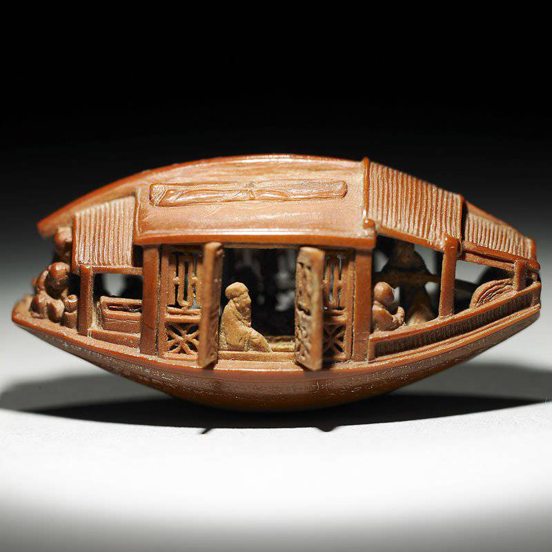 The sculpture is full of intricate details: eight figures travel on the boat, each one of them endowed with particular expressions, in different positions all along the boat.
