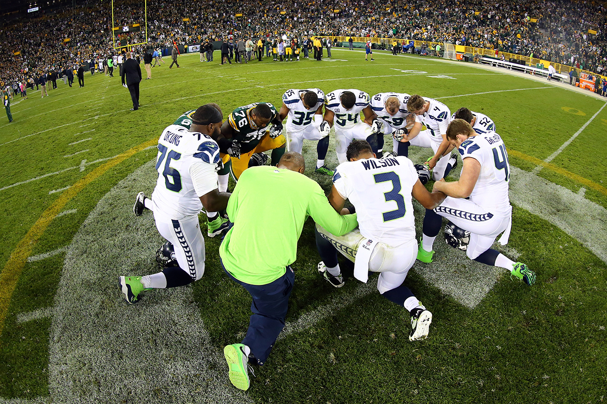 GREEN BAY, WI - SEPTEMBER 20: Mike Daniels #76 of the Green Bay Packers kneels with the Seattle Seahawks in prayer after their game at Lambeau Field on September 20, 2015 in Green Bay, Wisconsin. The Green Bay Packers defeated the Seattle Seahawks 27 to 17.  Maddie Meyer/GettyImages North America/AFP