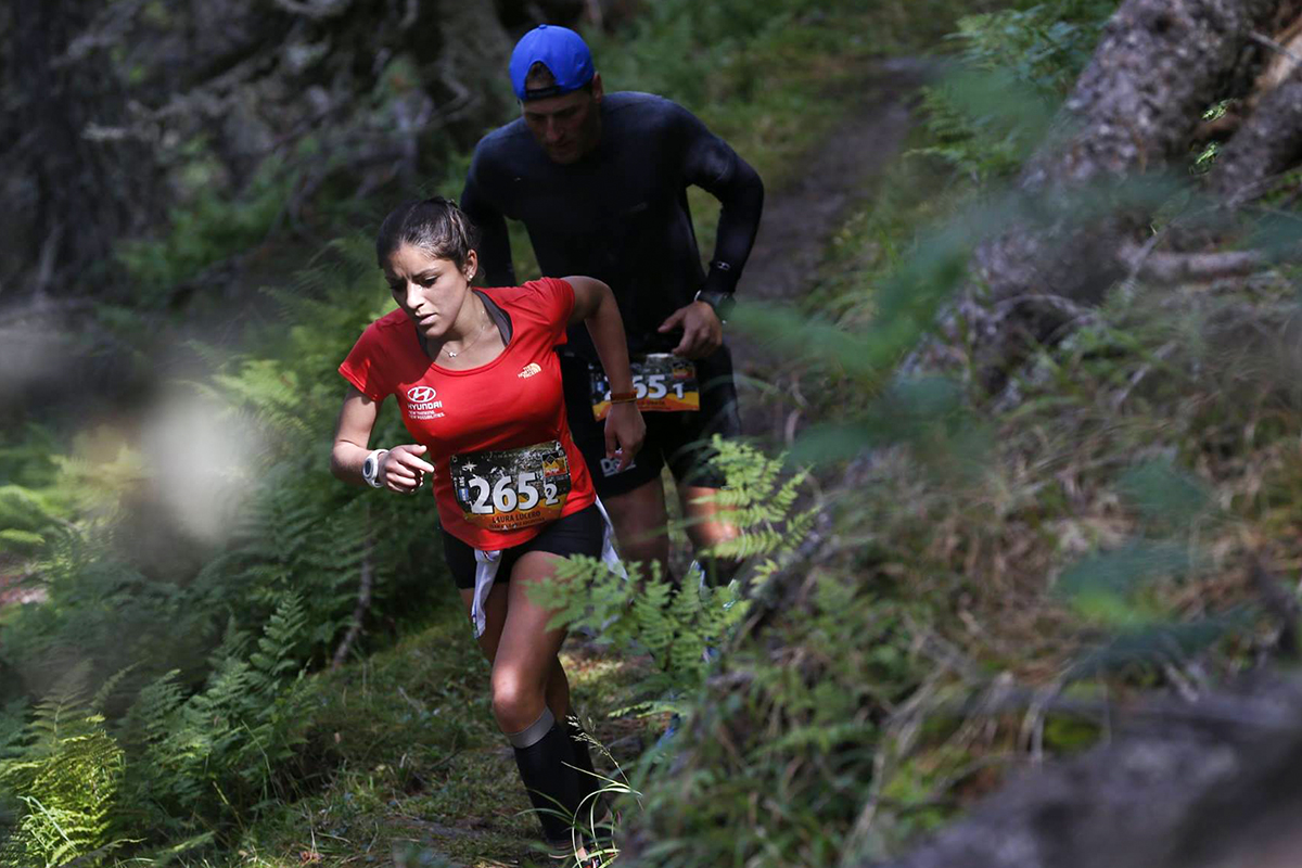 web-woman-running-forest-goretex-products-cc