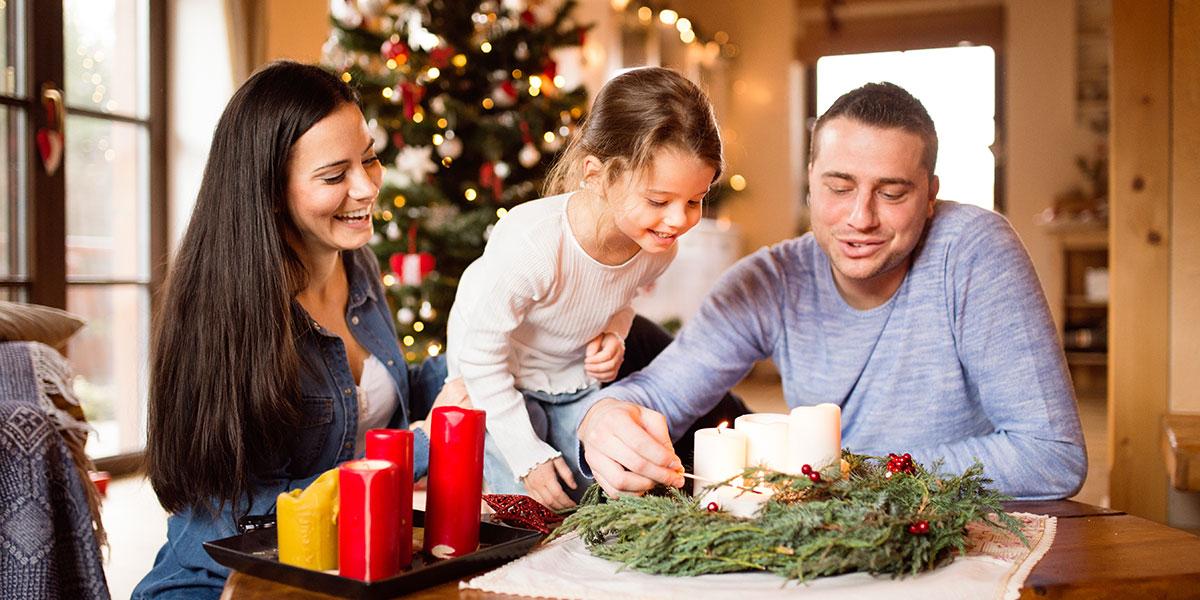 CHRISTMAS,ADVENT WREATH,FAMILY