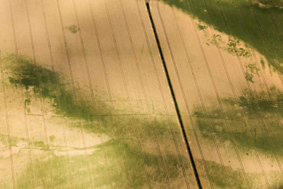 CROP MARKS; ARCHAEOLOGY; BRITAIN; KEYNES CURSUS