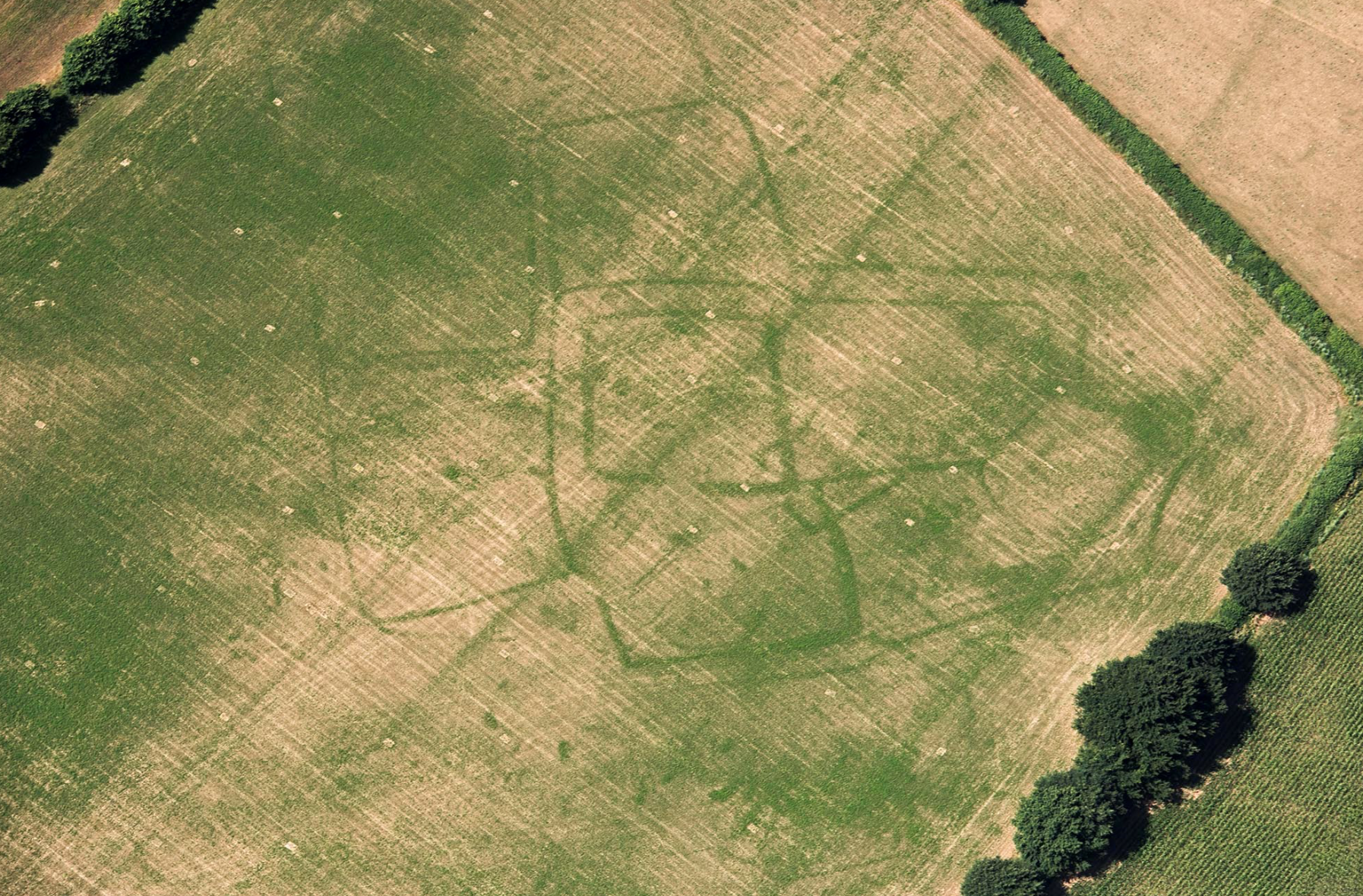 CROP MARKS; AERIAL ARCHAEOLOGY; GREAT BRITAIN; FARMING